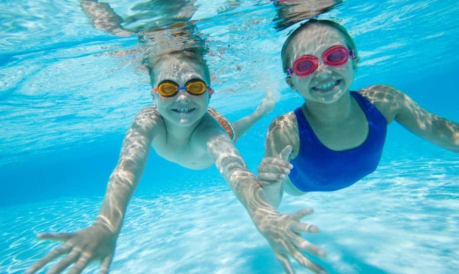 kids under water